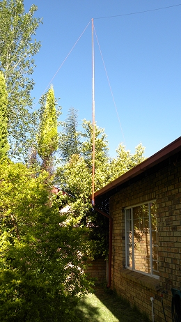 11 m Band Extended Double Zeppelin 'Zepp' (EDZ) antenna centred at 27.500 MHz: Wooden mast